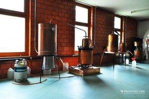 Distillerie-Gaudentia-Persoz-inside-alambics